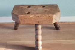 Oud houten krukje